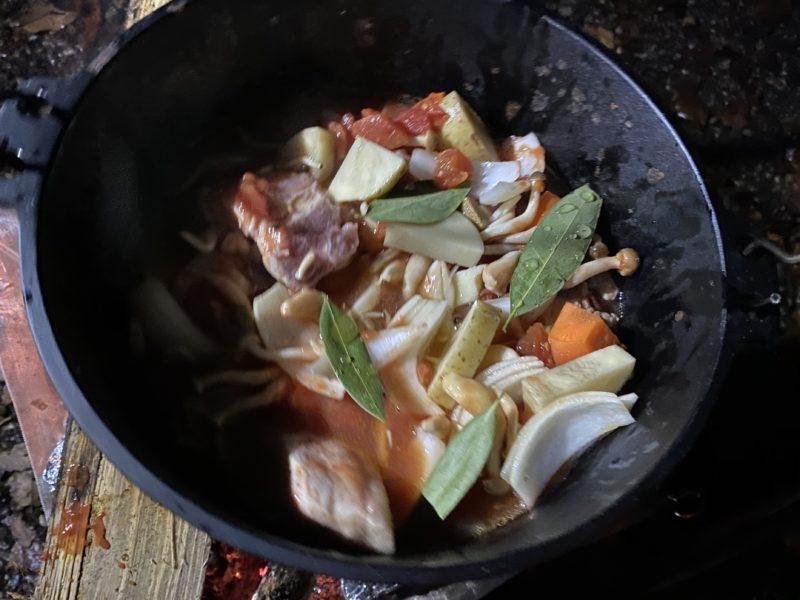 ダッチオーブントマト煮作り方3
