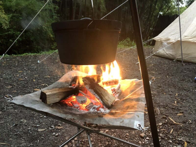 ダッチオーブンと焚き火